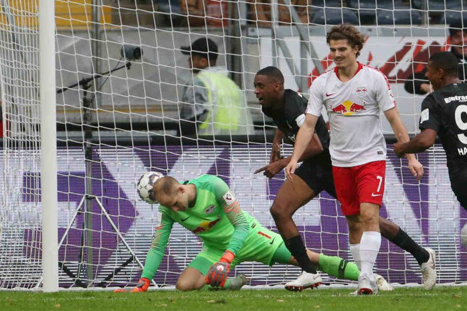 Gelson Fernandes (Mitte) feierte seinen Premieren-Treffer im Eintracht-Trikot.