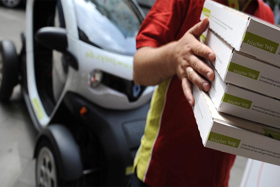 Drei Pizza-Lieferdienste fielen auf die Bestell-Masche der Geldfälscher herein und nahmen den falschen 50-Euro-Schein an (Symbolbild).