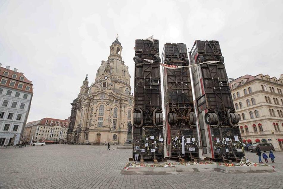 Nach dem Abbau am Montag werden die Busse nach Berlin gebracht.