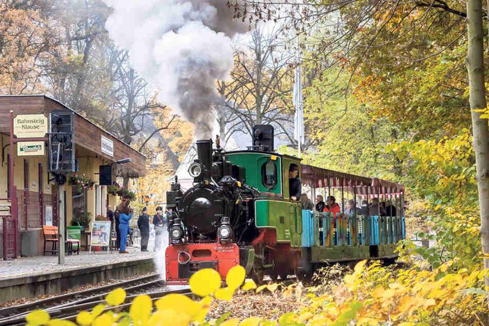 Fast 70 Jahre alt und immer noch feurig unter Dampf: die 1948 gebaute Henschel-Dampflok der Parkeisenbahn.