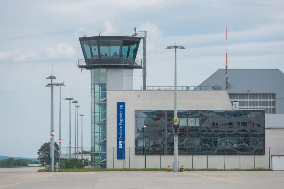 Noch ist der Tower des Dresdner Flughafens besetzt. Ab 2020 sollen auch hier Video- und Infrarotkameras die Fluglotsen vor Ort ersetzen.
