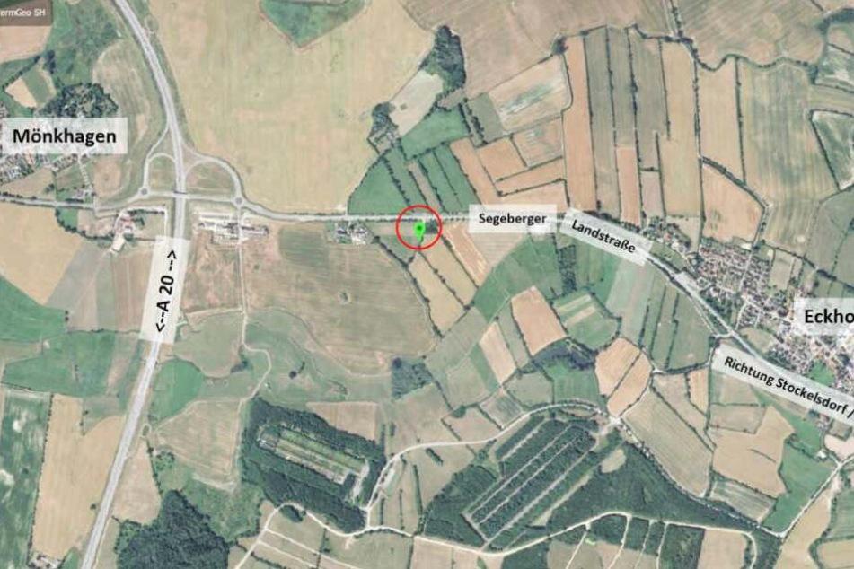 Die Karte zeigt den Ort zwischen Mönkhagen und Eckhorst, an dem die gefesselte Frau gefunden wurde.