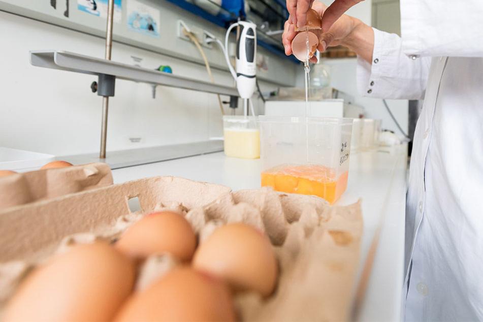 Am Montag wurden rund 875.000 Eier zurückgerufen. Doch es vergeht kein Tag, an dem nicht neue Details ans Licht kommen.