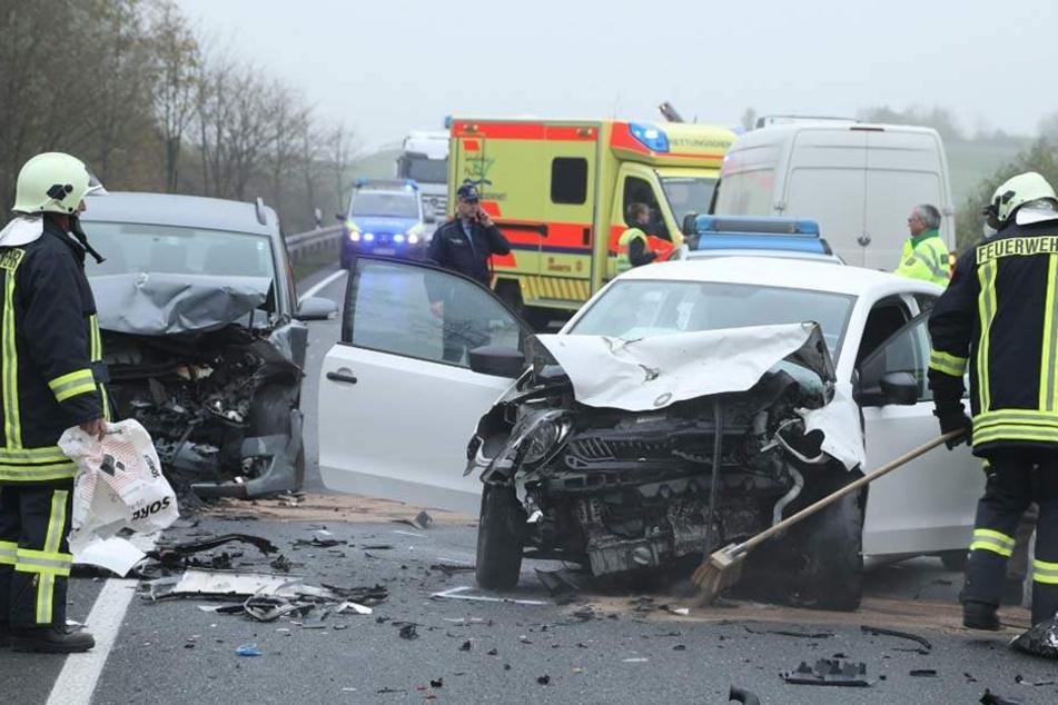 Schwerer Unfall mit drei Autos! Staatsstrasse gesperrt