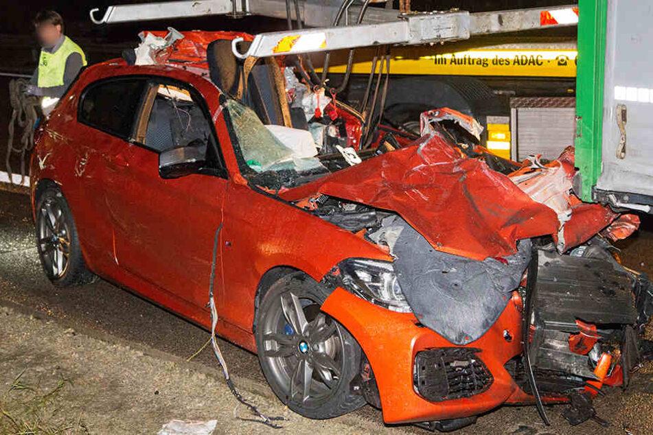 Der Fahrer des BMW wurde bei dem Unfall schwer verletzt.