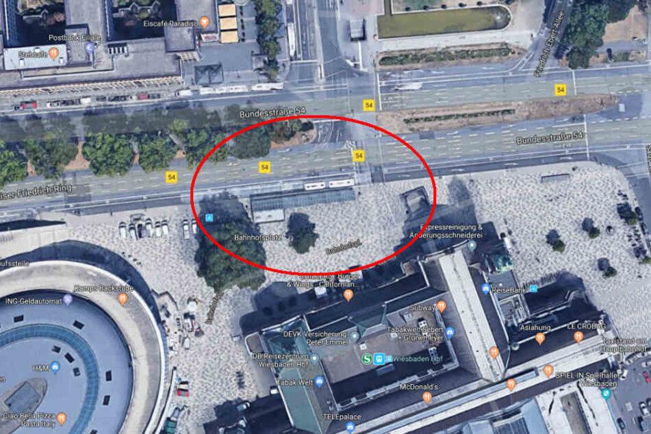 Hier soll sich nach Zeugen-Angaben der Unfall am Wiesbadener Hauptbahnhof ereignet haben.