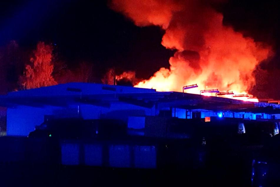 Briefzentrum der Deutschen Post in Flammen! Zahllose Briefe und Päckchen verbrannt?