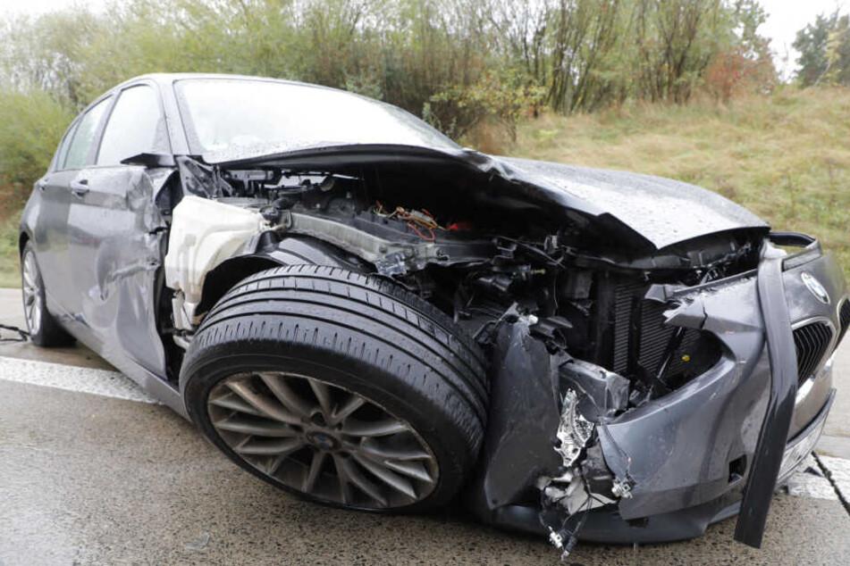 A4 nach Regen-Unfall gesperrt: BMW-Fahrer verletzt