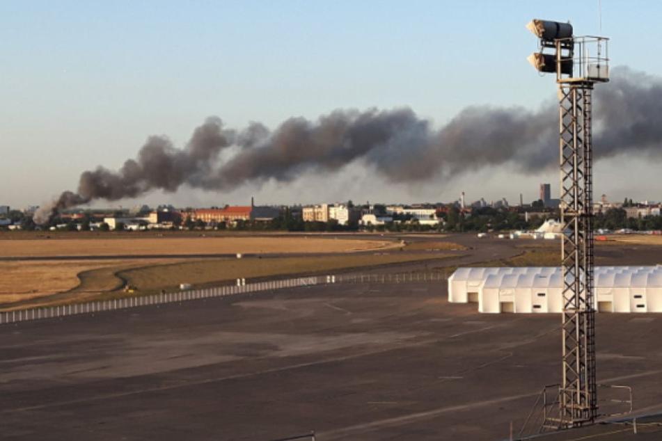 Riesige Rauchwolke an der Autobahn: Was brennt hier?