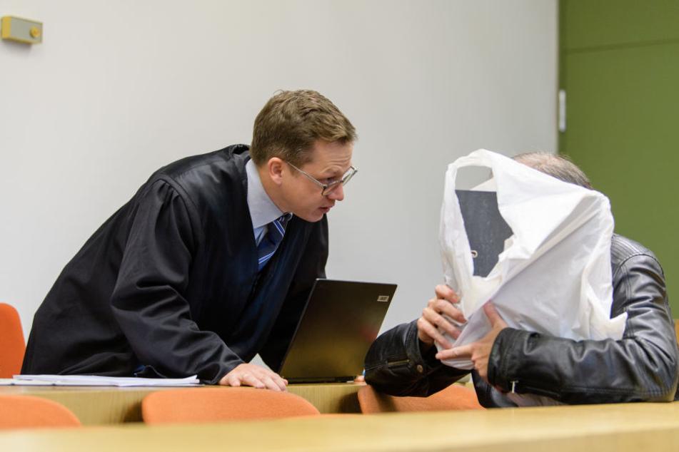 Der 55-jährige Angeklagte räumte vor Gesicht seine Taten ein.