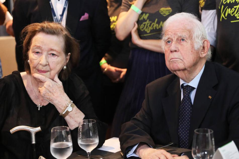 Auch Kurt Biedenkopf (89, CDU) und seine Frau Ingrid (88) wollten in die Saloppe ziehen.
