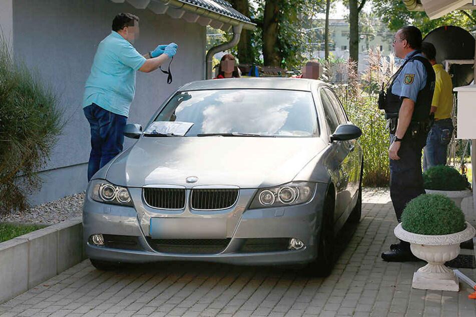 Experten reinigten den BMW von der Säure und untersuchten die Substanz.