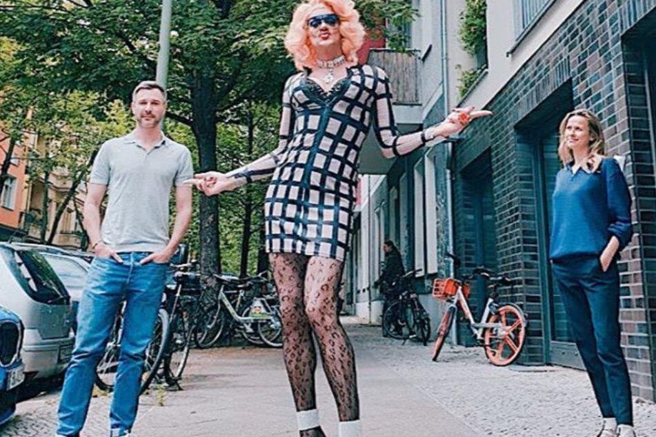 Jochen Schropp (41) hier mit Dragqueen Gloria Viagra (ca. 50).