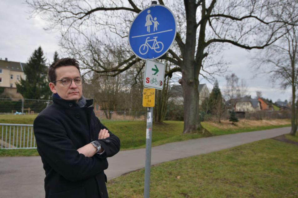 FDP-Stadtrat Jens Kieselstein (39) fordert eine bessere Beleuchtung für Fußgänger und Radfahrer am Kappelbach.