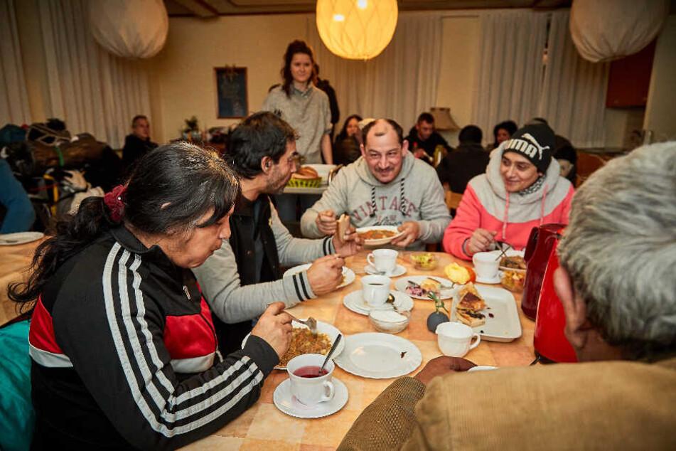 Insgesamt 29 Hilfsbedürftige freuten sich über warmes Essen. Viele kamen auch miteinander ins Gespräch.