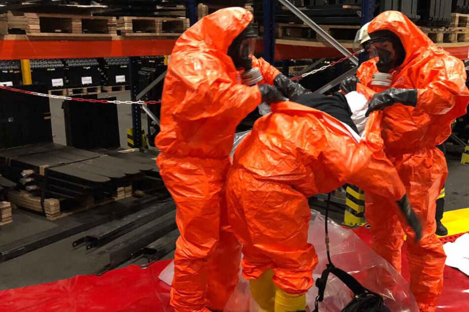 Gefahrengut-Großalarm: Unbekannte Flüssigkeit läuft aus Container