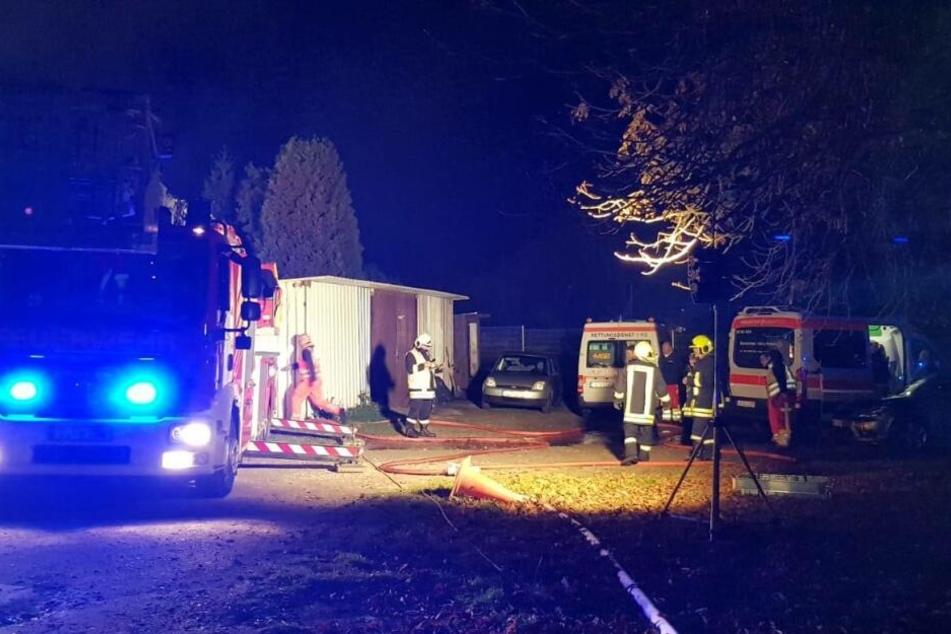 Brand in Zweifamilienhaus: Bewohner und zwei Katzen gerettet