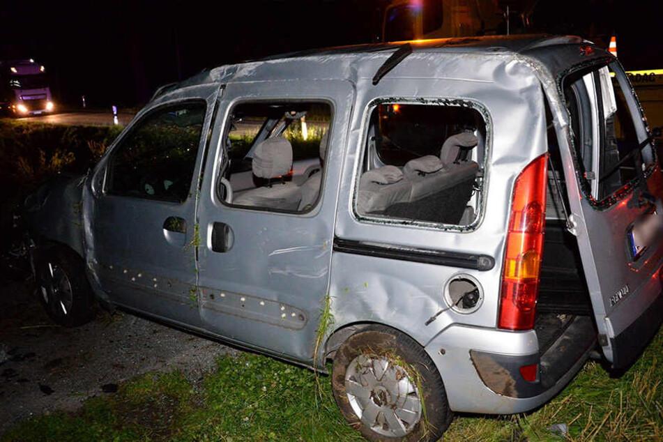Der Wagen wurde 50 Meter über einen Grünstreifen geschleudert.