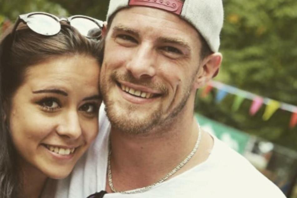 Pascal Kappés und seine neue Freundin Lea lächeln in die Kamera.
