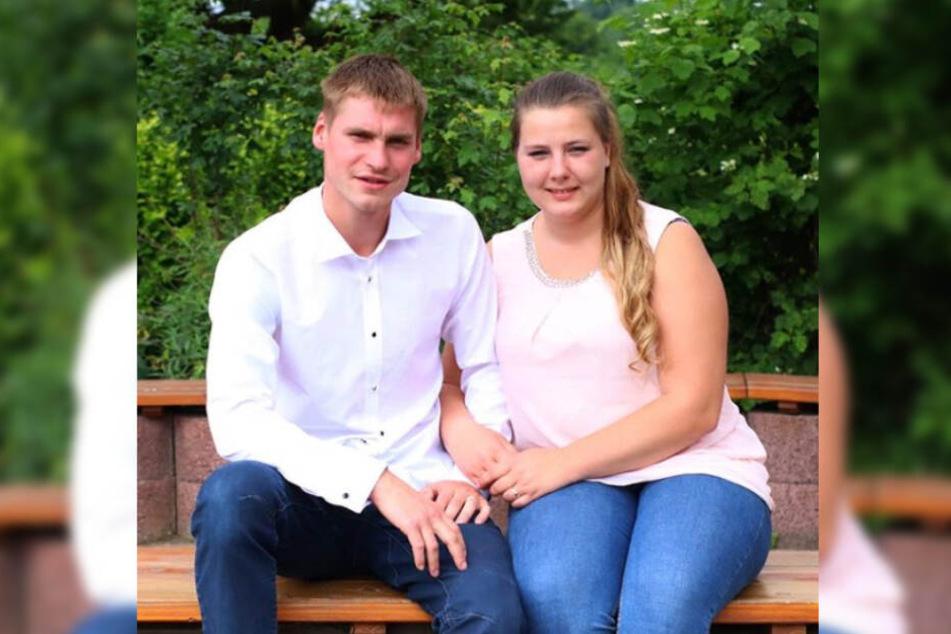 Peter Heck (26) und Sarafina Wollny (24) wollen sich nach vielen Jahren das Ja-Wort geben.