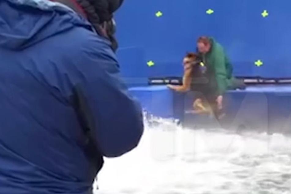 Für Film, der bald in Deutschland startet: Hund wird in strömendes Wasser gedrückt