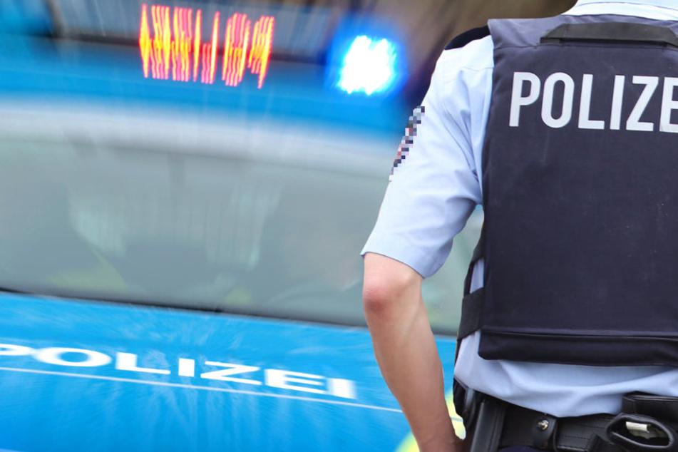 Die Polizei fahndet nach dem Täter und sucht Zeugen (Symbolbild).