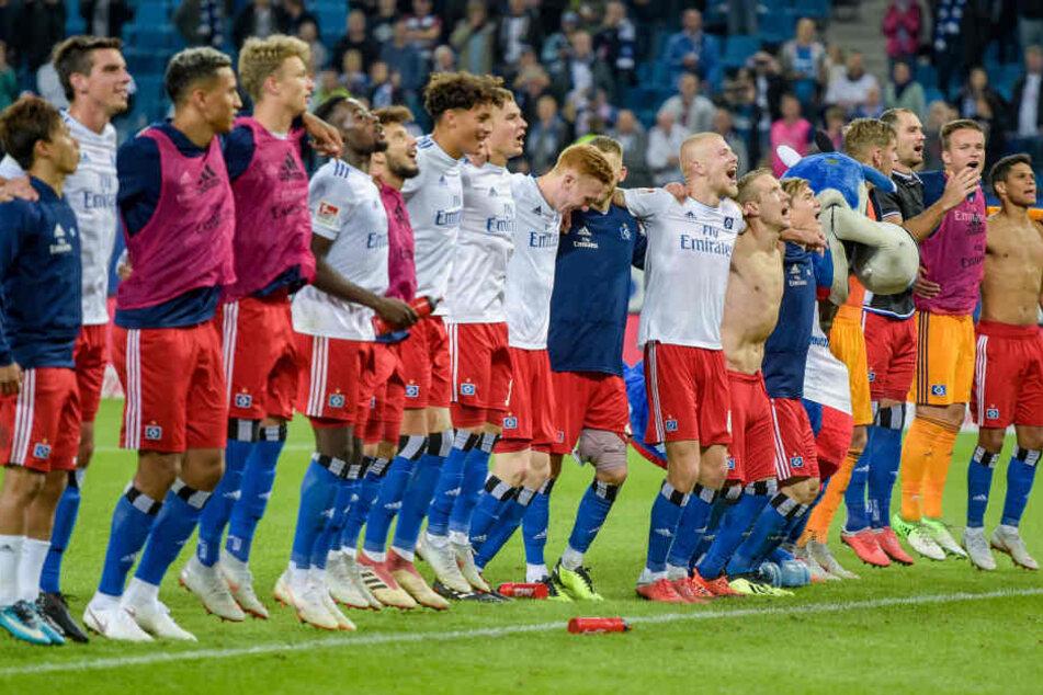 Die HSV-Profis nach dem Sieg gegen Arminia Bielefeld.