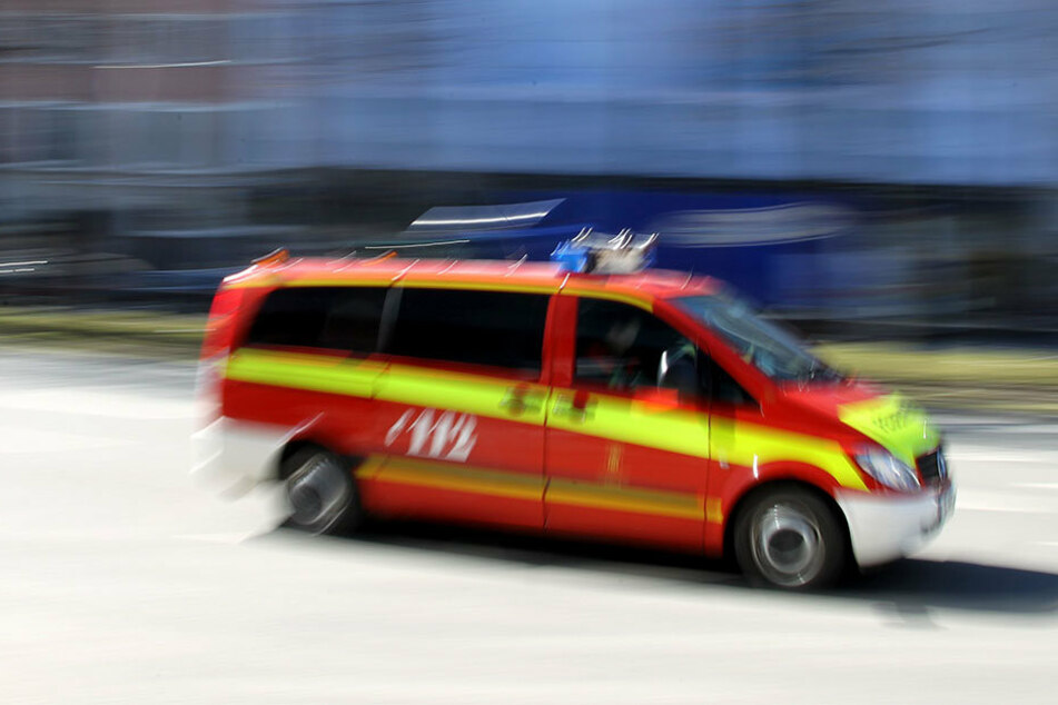Bei einem Wohnungsbrand ist offenbar ein 73-Jähriger ums Leben gekommen.