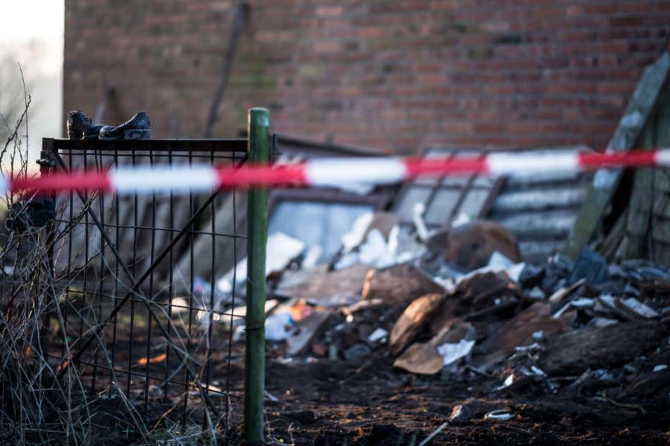 Auf dem Gelände des Hofs hat die Polizei zwei weitere Leichen gefunden.