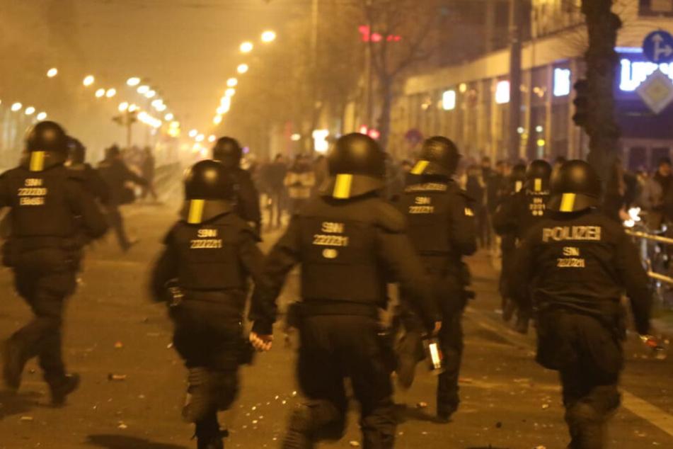 Polizist bei Krawallen in Connewitz lebensgefährlich verletzt: Versuchter Mord!