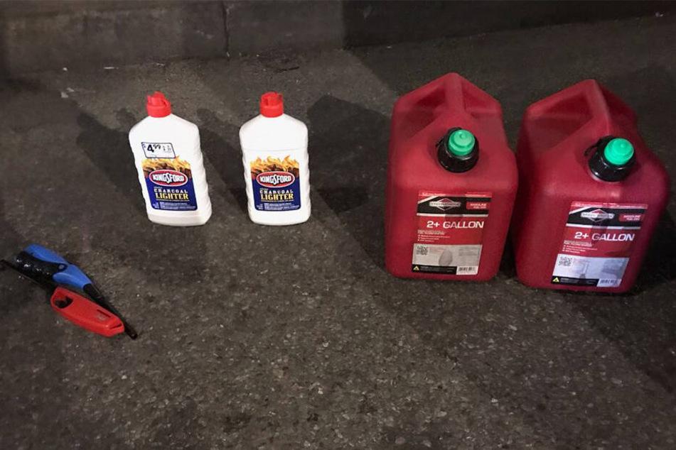 Benzinkanister, Feuerzeugbenzin und Anzünder wurden sichergestellt.