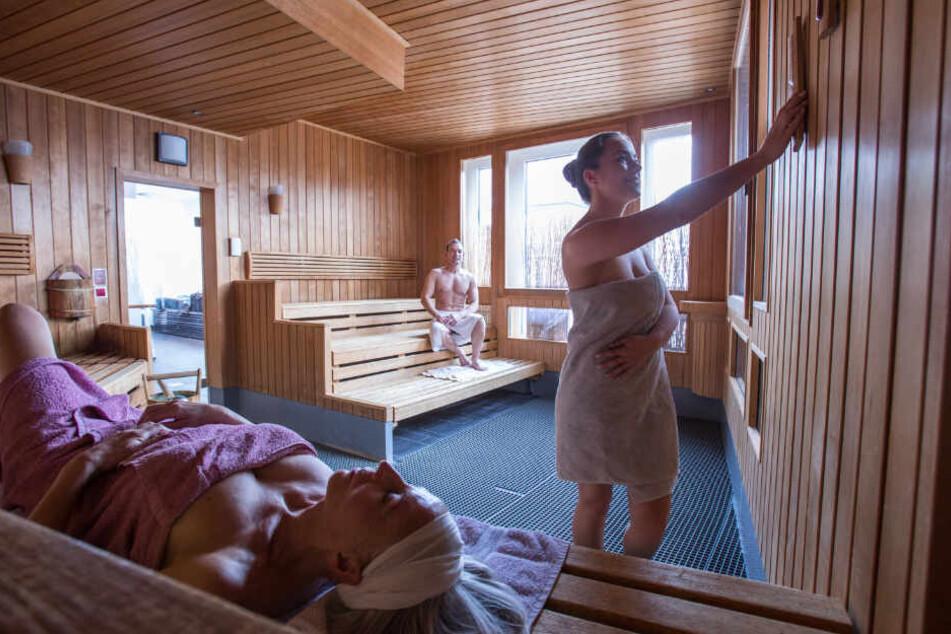 Der Sauna-Meister nahm offenbar Massageöl anstatt des üblichen Aufgussmittels und sorgte so für eine Rauchentwicklung. (Symbolbild)