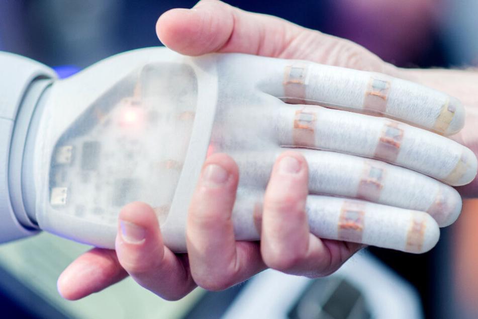 Die Zukunft der Menschheit liegt immer mehr auch in der Robotik. (Archiv)