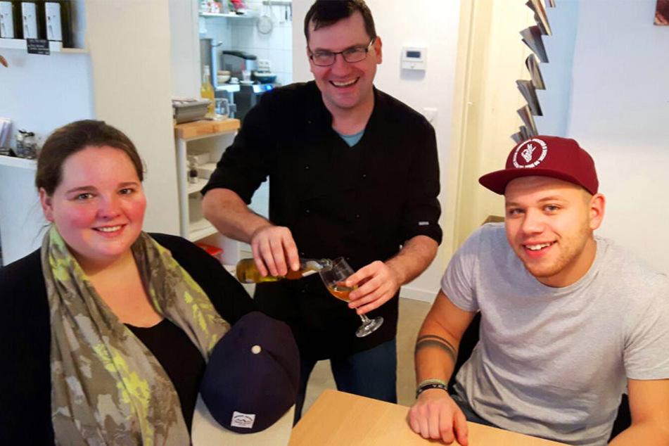 In der Suppenbar servierte Küchenchef und Entertainer Heiko Eylander der Gewinnerin und Tay etwas zu trinken.