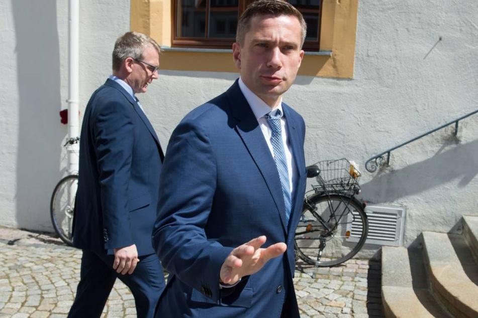 Wirtschaftsminister Martin Dulig (SPD) auf dem Weg ins Freiberger Rathaus.