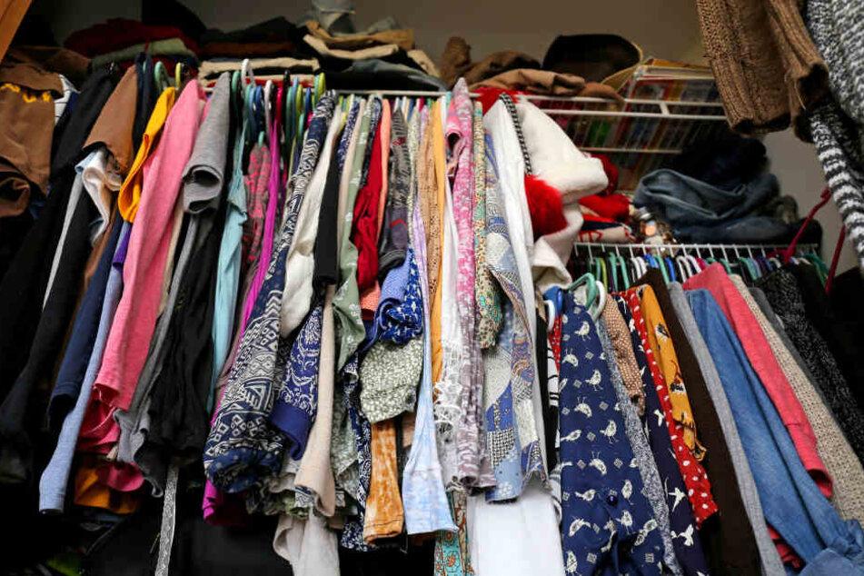Die Beamten fielen nicht auf den Kleiderschrank-Trick der Frau rein. (Symbolbild)