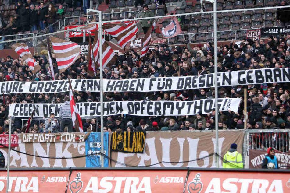 Mit diesem Banner verhöhnten die Hamburger Ultras die Dresdner Bombenopfer von 1945.