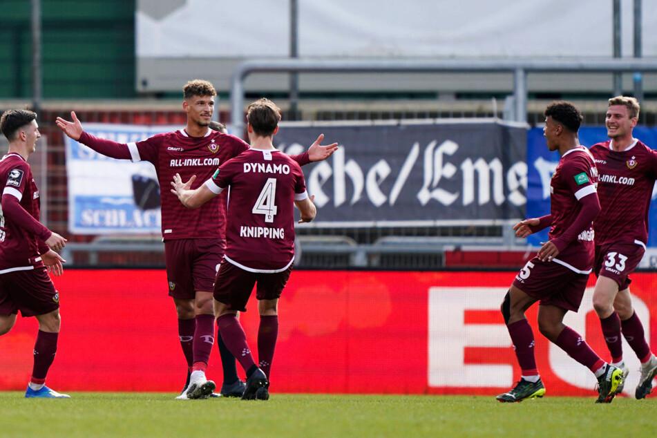 Er ist wahrlich ein Gewinn für Dynamo! Heinz Mörschel (2.v.l.) erzielte beim SV Meppen einen Doppelpack für die SGD.