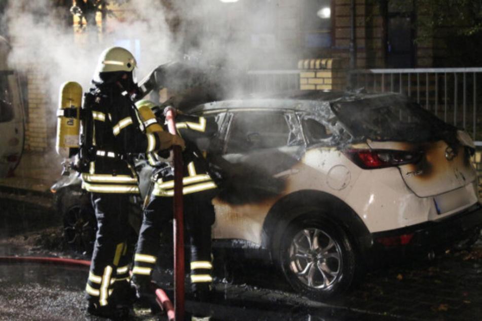 Der Mazda war in der Nacht zu Freitag von Unbekannten angezündet worden und brannte daraufhin fast vollständig aus.
