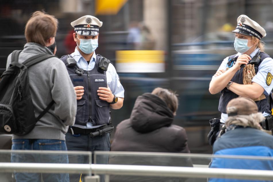 Mann attackiert Polizisten nach Masken-Kontrolle mit Kugelschreiber