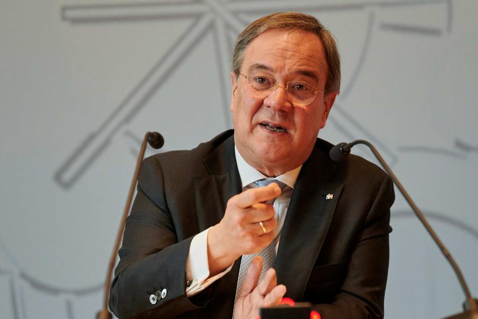NRW-Ministerpräsident Armin Laschet (59, CDU) hat sich bei den Opfern der Kölner Silvesternacht 2015 entschuldigt.