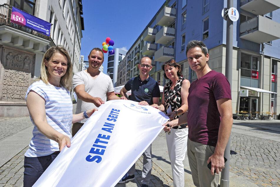 Sie wollen den Titel nach Chemnitz holen: Susann Endler (39, CWE), André Gruhle (46, Gastronom), Sören Uhle (46, CWE), Antje Felber (55, Volksbank) und Sven Hertwig (49, Standortkoordinator Rathauspassagen).