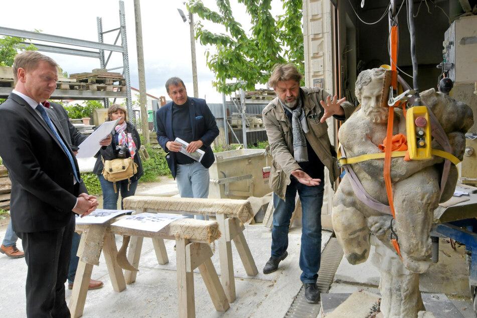 Steinbildhauermeister Sven Schubert (55) arbeitete mit seiner Firma sechs Wochen an der Sandstein-Figur.