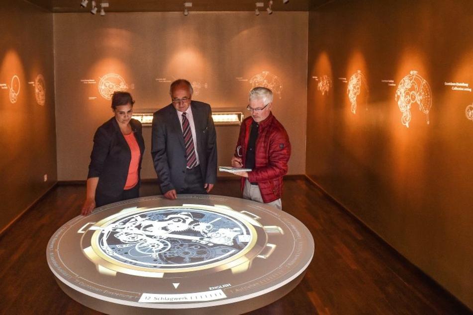 Museum modern. Zu sehen ist unter anderem die 3-D-Animation eines Uhrengehäuses.