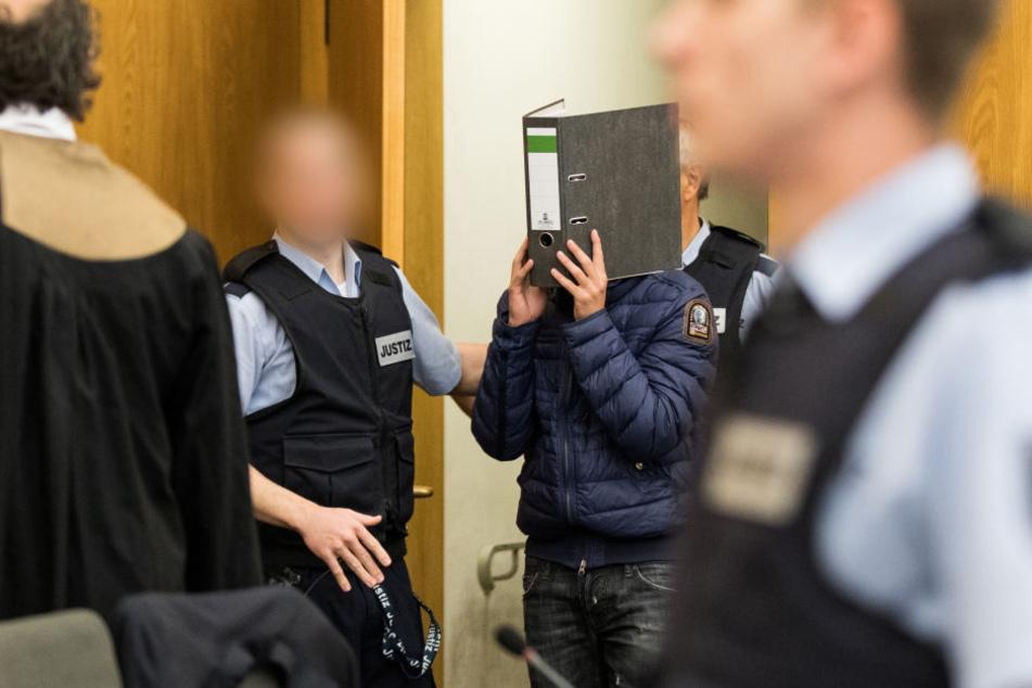 Einer der Angeklagten bei einem früheren Prozesstag.