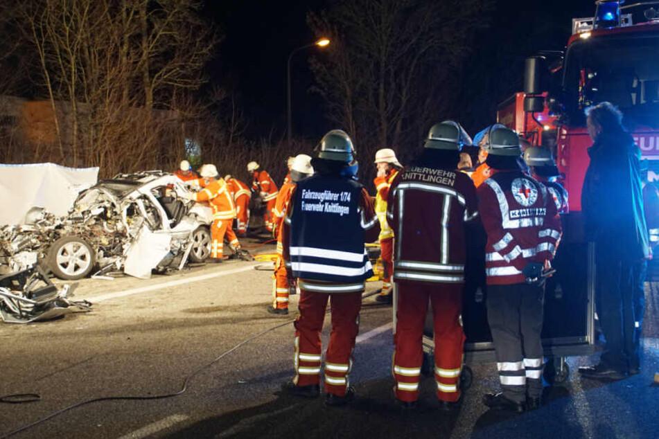 Die Rettungskräfte konnten den 33-jährigen Autofahrer nur noch tot bergen.
