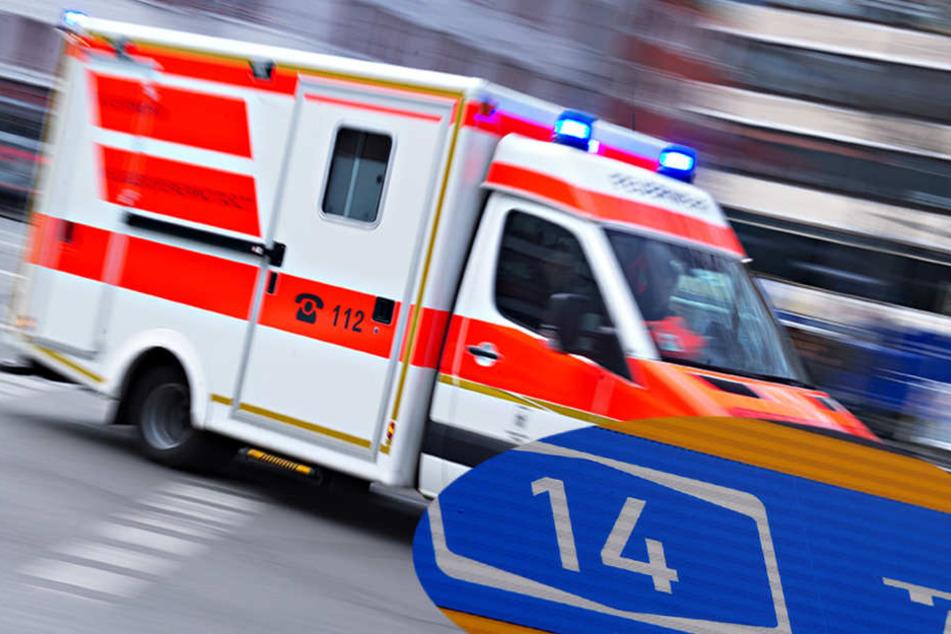 Bei dem Unfall auf der A14 am Samstagmittag wurden zwei Personen verletzt. Ein Rettungshubschrauber kam zum Einsatz (Symbolbild).