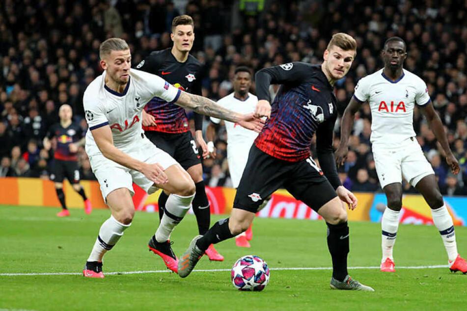 Unter anderem Timo Werner fehlte gegen überforderte Tottenham-Stars (hier Toby Alderweireld, l.) die Kaltschnäuzigkeit, um schon in der ersten Halbzeit zu treffen.