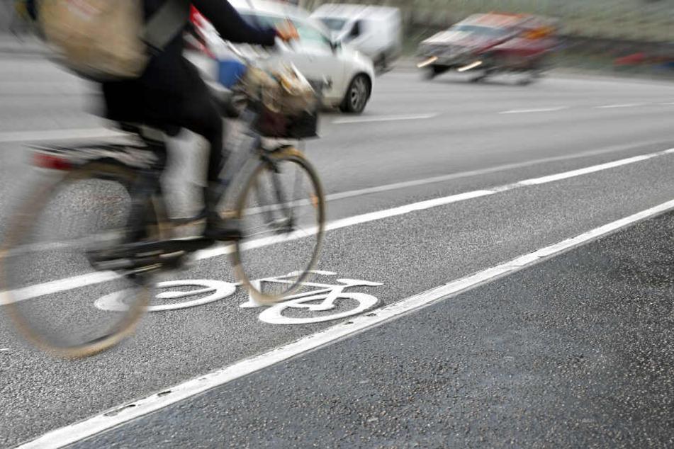 Eine Radfahrerin ist in Berlin verunglückt (Symbolbild).