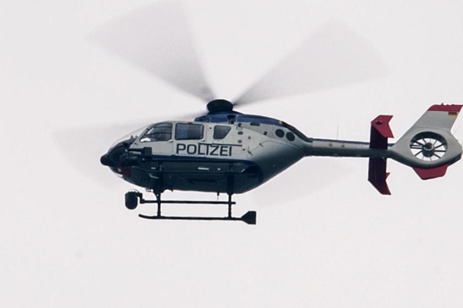 Mehrere Streifen und ein Hubschrauber der Polizei mussten ausrücken. (Symbolbild)